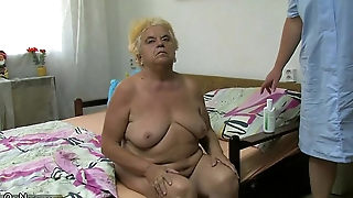 Mature bird on no account dildo on chubby granny